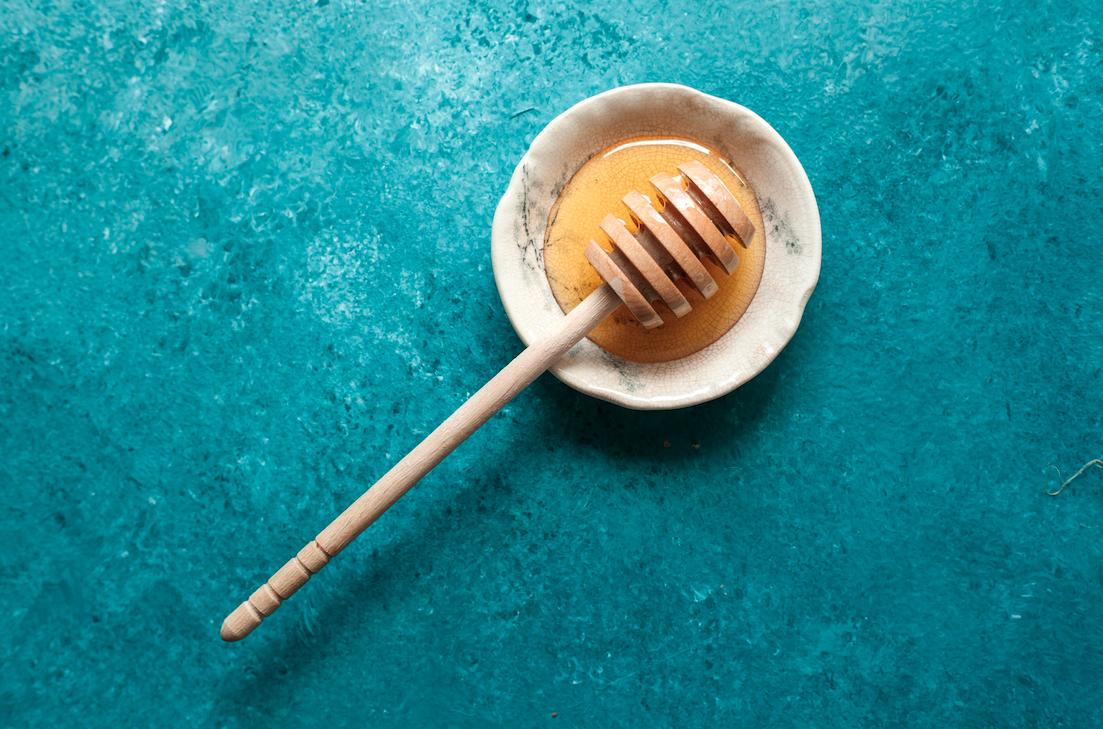 honey wand in bowl of honey